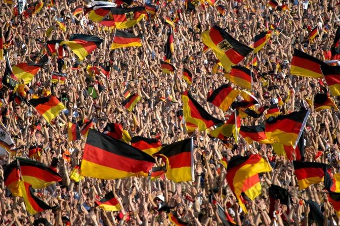 FIFA doet onderzoek naar naziliederen van Duitse supporters in wedstrijd tegen Tsjechië