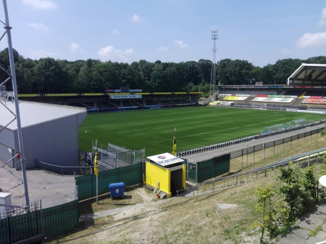 TRANSFER: VVV-Venlo haalt ex-international Romeo Castelen