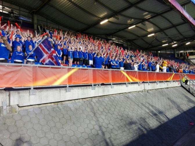 Een hulde aan de IJslandse voetbalsupporters