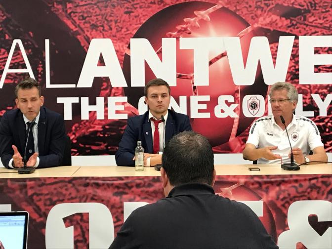 """Albert Stuivenberg: """"We moeten uitstralen dat we willen voetballen zoals we dat het beste kunnen"""""""