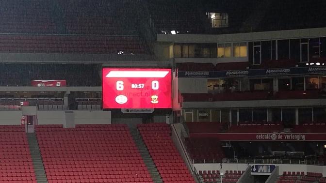 Jong PSV vernedert Go Ahead Eagles (6-0), duel na 85 minuten gestaakt wegens onweer